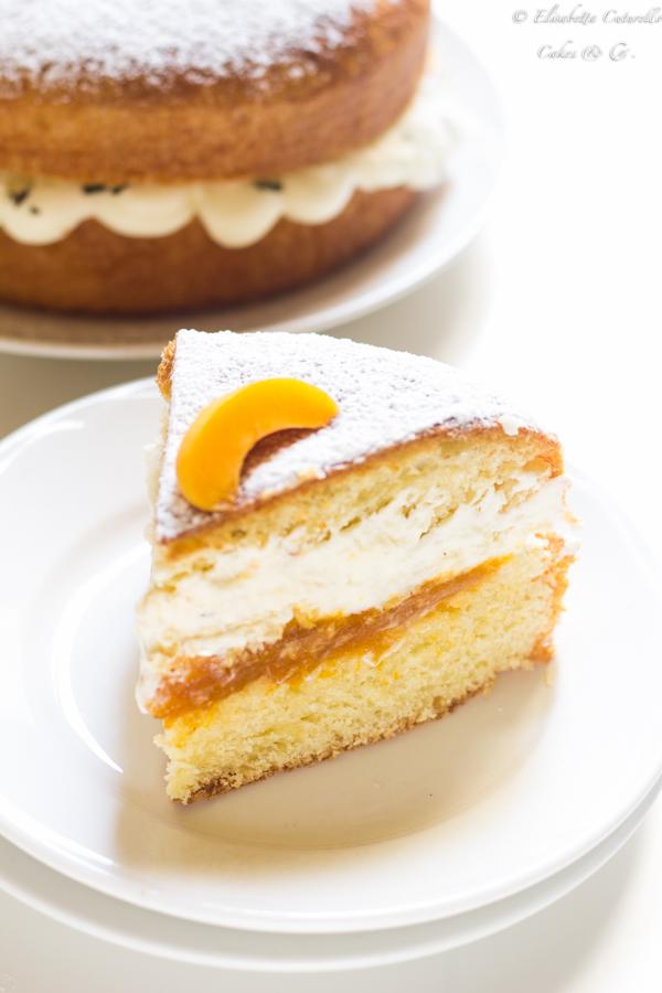 La fetta della torta brioche alle albicocche e rosmarino perfetta come golosa colazione o sfiziosa merenda