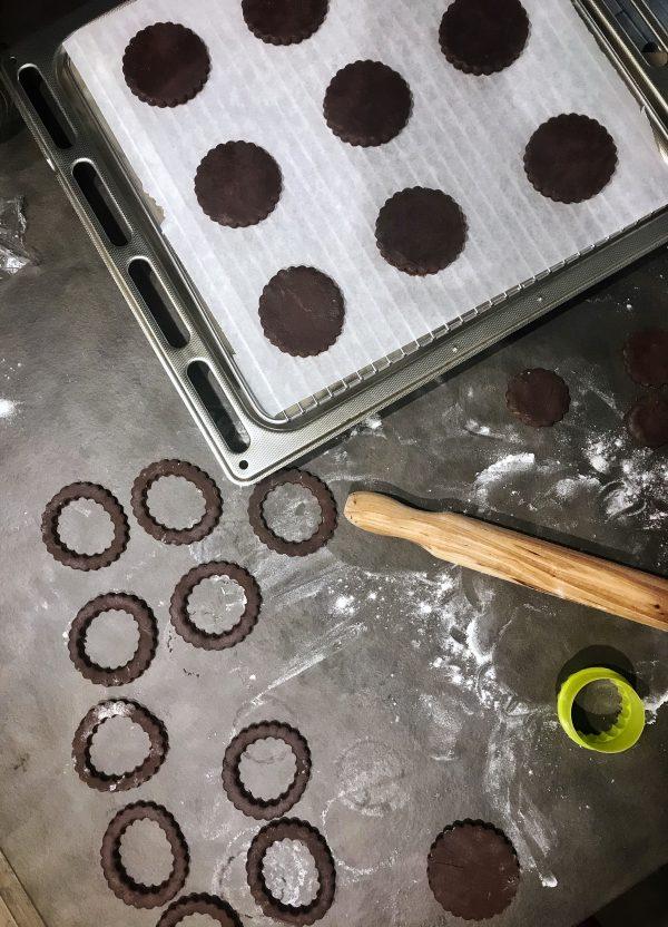 Frollini al cacao e salsa al caramello al burro salato: formazione biscotti