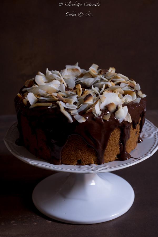 Chiffon cake all'acqua di cocco e gocce di cioccolato