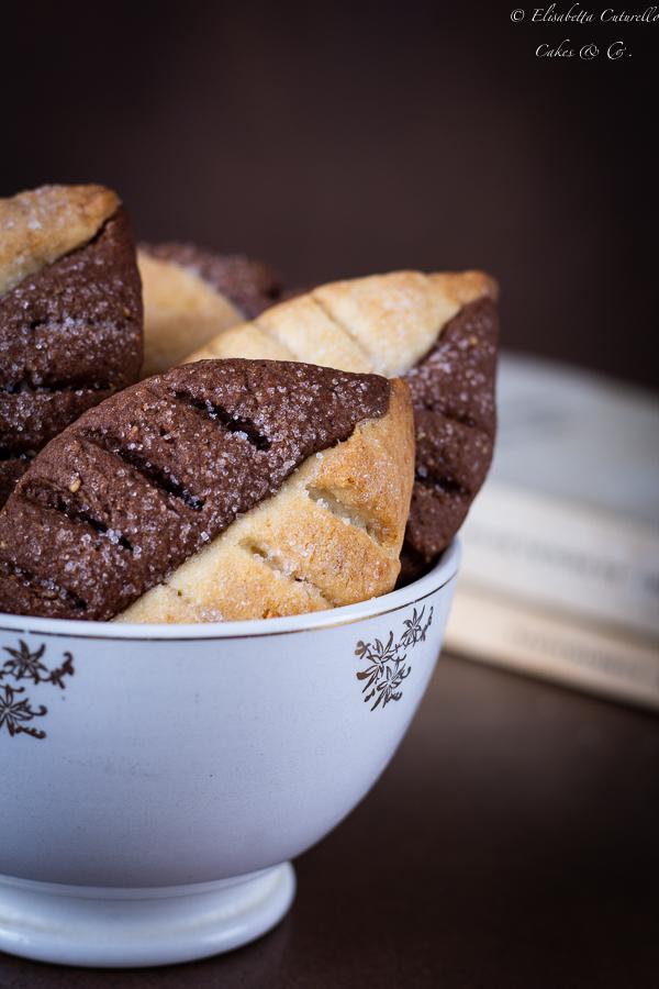 Biscotti foglia al cacao mandorle e vaniglia