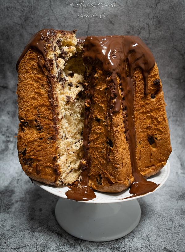 Pandoro con gocce di cioccolato