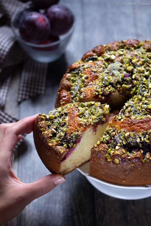 Torta al mascarpone prugne e pistacchi