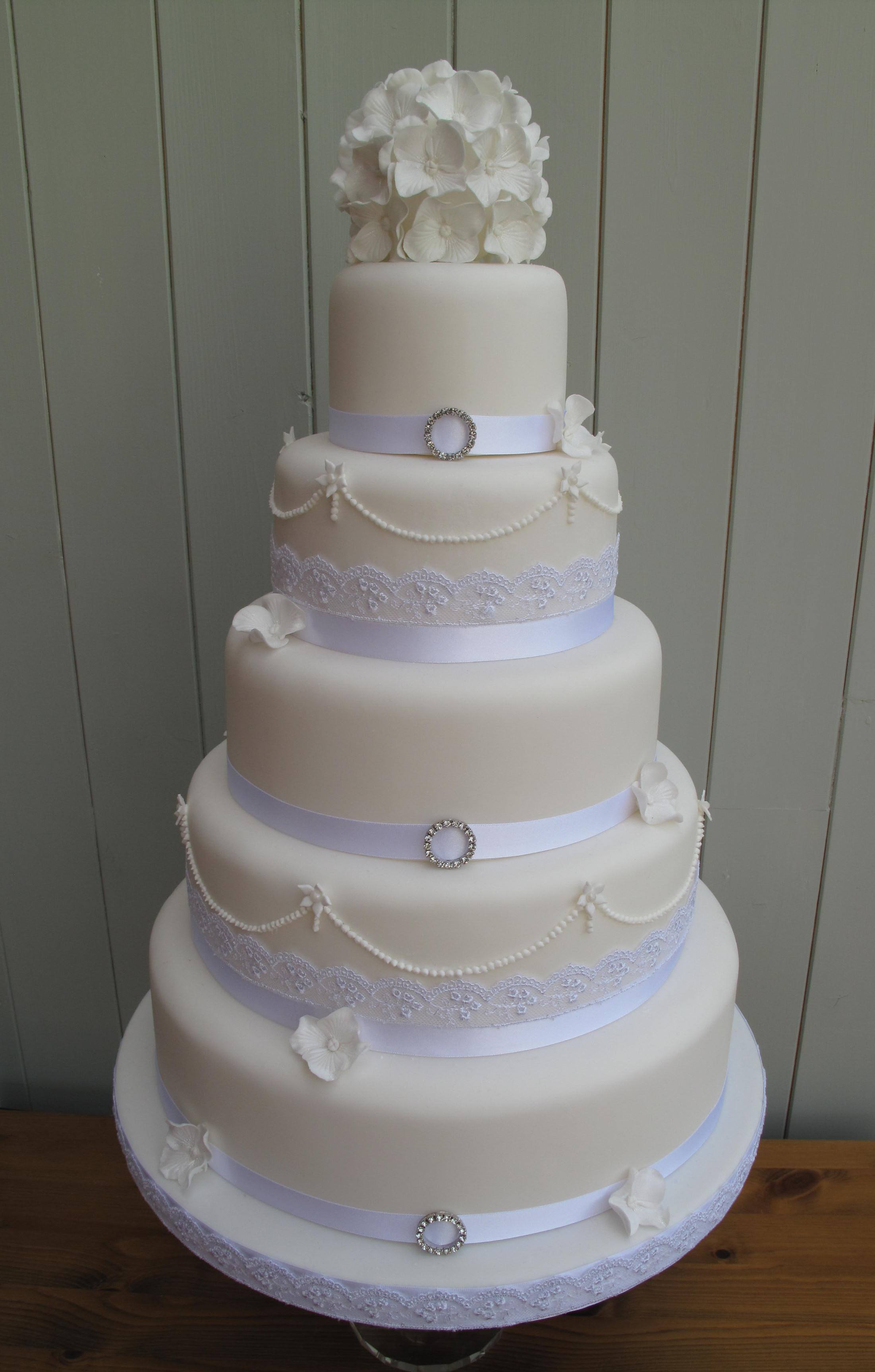 White Wedding Cakes And Other Types Of Hand Made Wedding Cakes