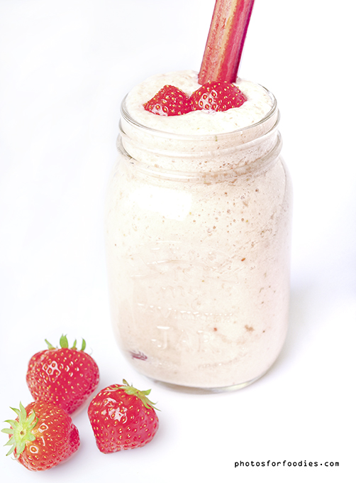 smoothie-with-rhubarb-and-strawberries