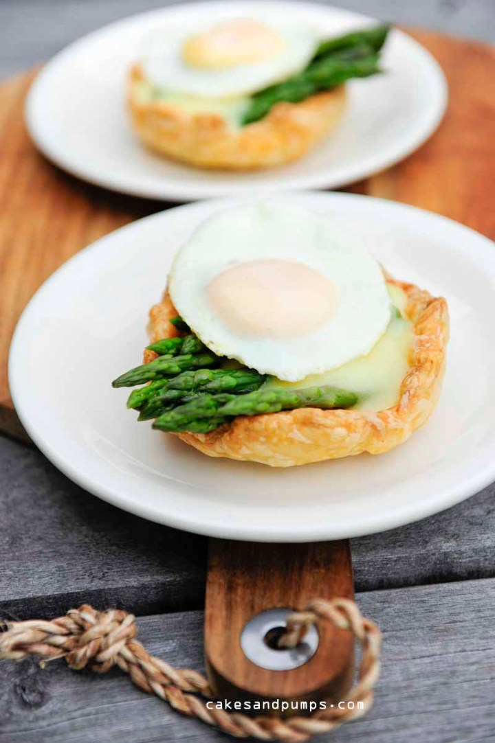 Little pie mad with green asparagus tips, hollandaise sauce and a quale egg