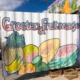 Groeten en fruit, Curacao - fruittentje in een zeecontainerIG