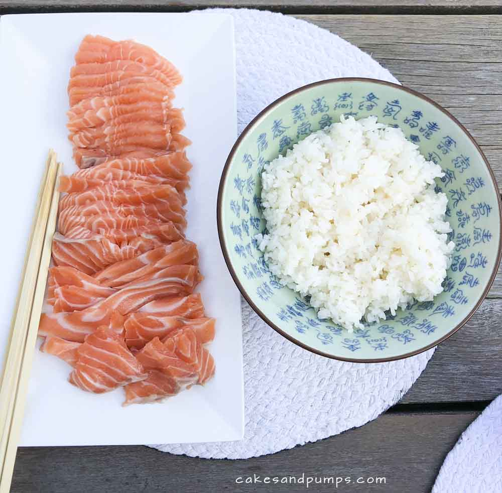 Sushi maken - de rijst en zalm, cakesandpumps.com