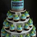 cupcake bakery wilsonville, prince cupcakes, kid dessert table, dessert display, cake and cupcake display