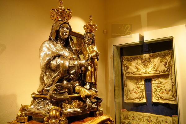 statua-madonna-oro