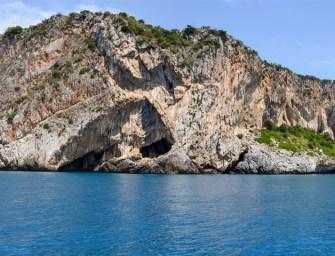 Isola di Dino: viaggio tra le sue fantastiche grotte