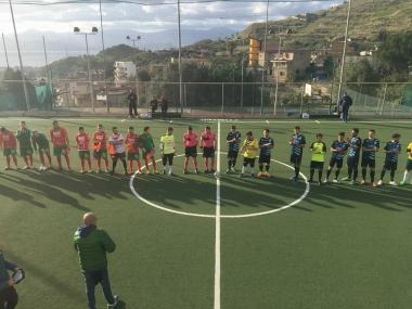 Maestrelli e  Futsal Polistena schierate a centrocampo
