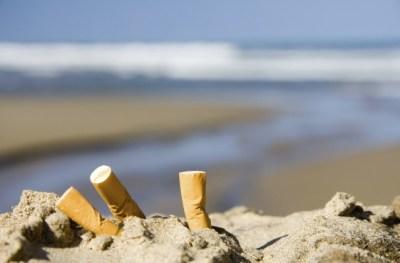 inquinamento-mozziconi-sigarette-citta-spiagge-danni-ambientali-iniziative-comuni-cittadini-1-640x420