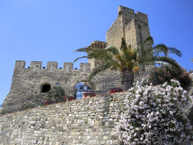 Castle Roseto Capo Spulico