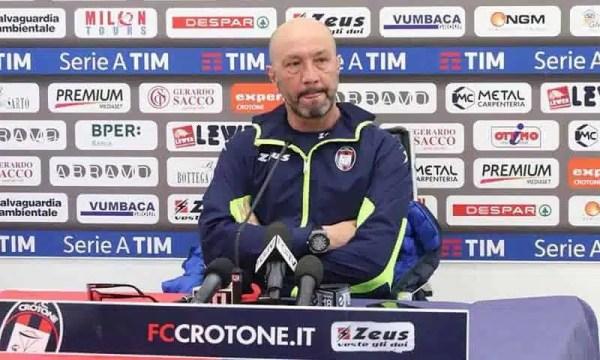 """Crotone-Cagliari, Zenga: """"Bravi i ragazzi. Gol annullato? Mi vien da ridere"""""""