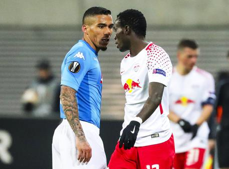 epa06554892 Leipzig's Bruma (R) argues with Napoli's Allan (L) during the UEFA Europa League round of 32, second leg soccer match between RB Leipzig and SSC Napoli in Leipzig, Germany, 22 February 2018.  EPA/ARMANDO BABANI