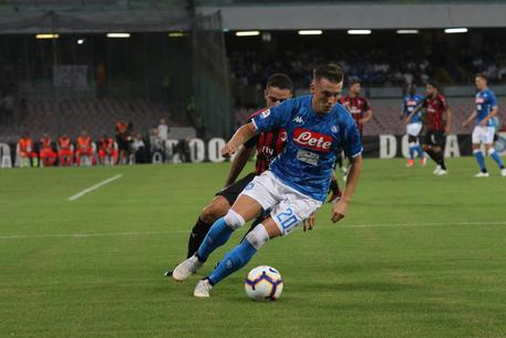 Napoli's Piotr Zielinski in action during the Italian Serie A soccer match SSC Napoli vs AC Milan at San Paolo stadium in Naples, Italy, 25 August 2018. ANSA/CESARE ABBATE