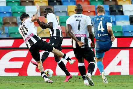 Juventus' Matthijs De Ligt (R) scores the goal during the Italian Serie A soccer match Udinese Calcio vs Juventus FC at the Friuli - Dacia Arena stadium in Udine, Italy, 23 July 2020. ANSA/GABRIELE MENIS