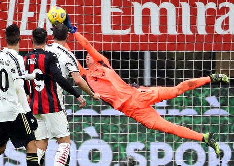 Juventus' goalkeeper Wojciech Szczesny in action during the Italian serie A soccer match  between Ac Milan and Juventus FC at Giuseppe Meazza stadium in Milan 6 January  2021. ANSA / MATTEO BAZZI