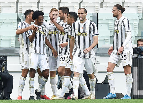 Juventus' Juan Cuadrado jubilates after scoring the goal (2-1) during the italian Serie A soccer match Juventus FC vs FC Inter at the Allianz Stadium in Turin, Italy, 15 May 2021 ANSA/ALESSANDRO DI MARCO