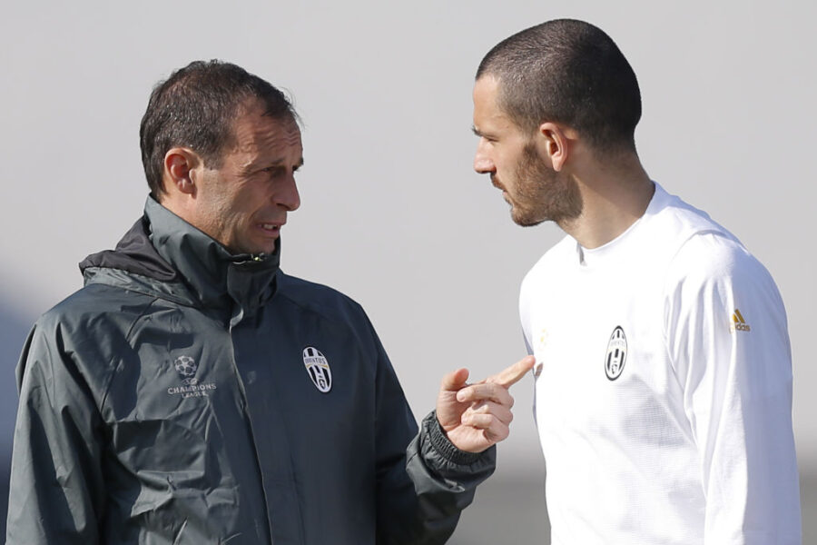 Juventus' coach Massimiliano Allegri (L) chats with Juventus' defender Leonardo Bonucci during a training session on the eve of the UEFA Champions League football match Juventus Vs FC Porto on March 13, 2017 at the 'Juventus Training Center' in Vinovo, near Turin. / AFP PHOTO / Marco BERTORELLO        (Photo credit should read MARCO BERTORELLO/AFP via Getty Images)