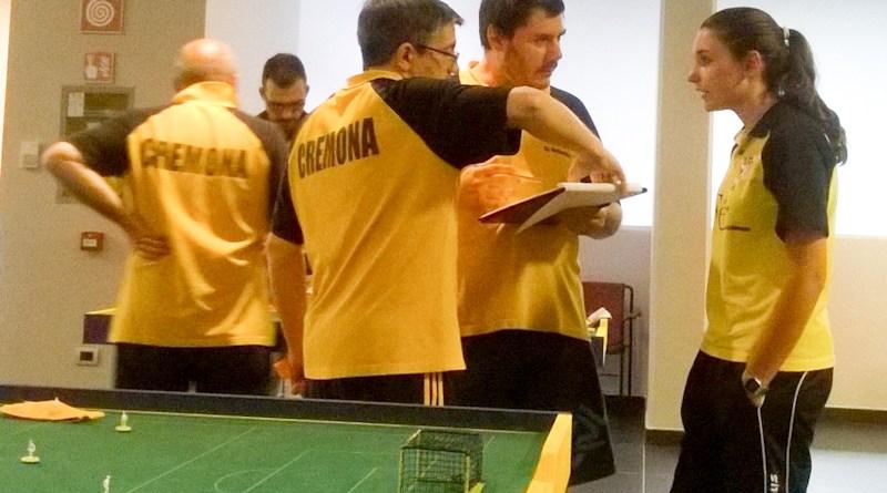 giocatori del subbuteo club stradivari cremona al torneo di trento