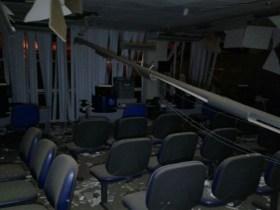 Parte da agência ficou destruída após o crime