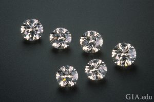 Different diamond carats, but similar looking