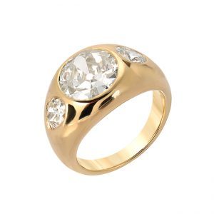 Antique Diamond in three Diamond yellow gold ring
