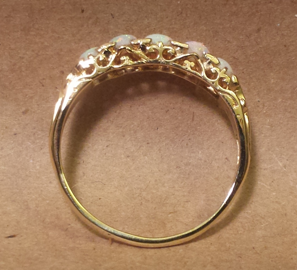 Yellow gold Ring side view