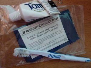 Toothpaste to clean jewelry, toothbrush and jewelry polishing cloth