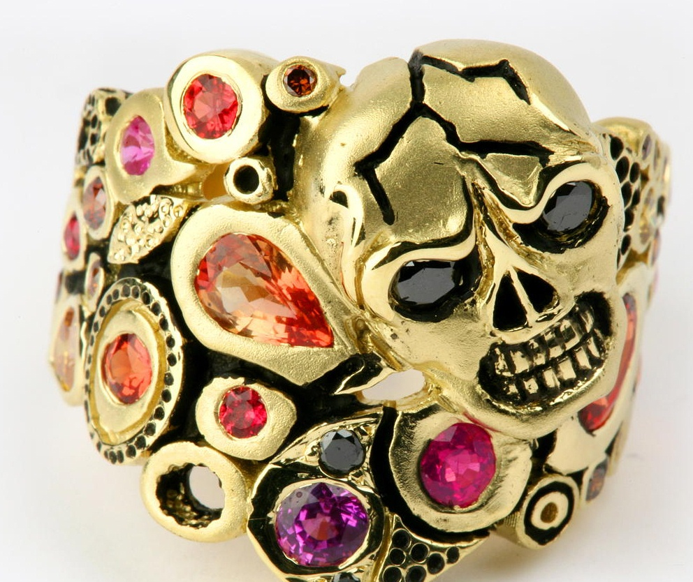 Skull Ring in yellow gold with multi-colored sapphires