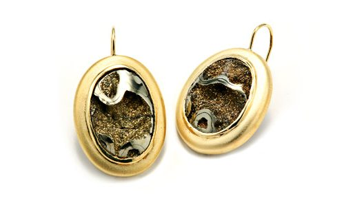 Meteorite earrings in yellow gold with wire back