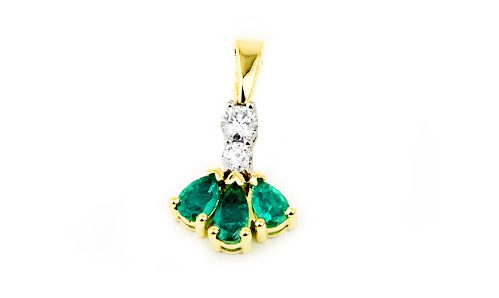 Pendant with diamonds and emeralds in yellow gold