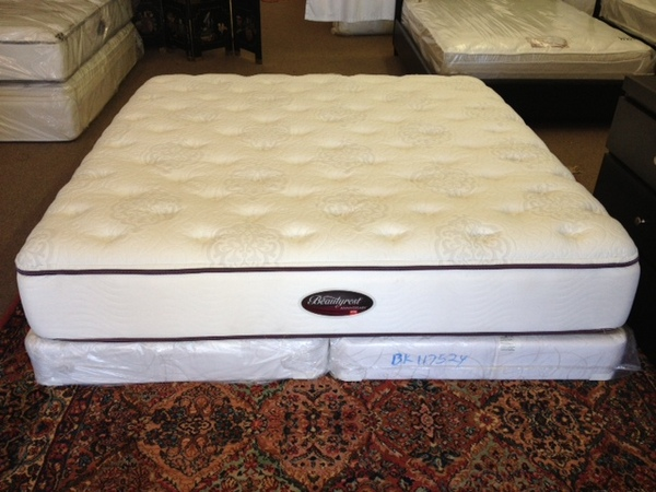 Simmons Beautyrest Anniversary King Plush Mattress Set