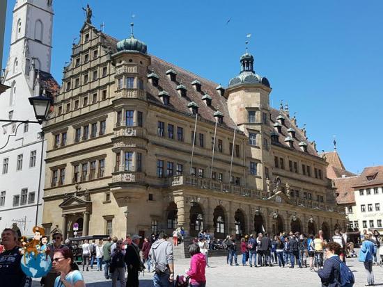 Edificio del Ayuntamiento en Marktplatz - Rothenburg ob der Tauber
