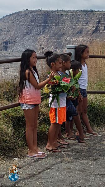 Ofrendas Diosa Pelé en Caldera Volcán Kilauea - Parque Nacional de los Volcanes