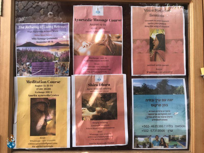 Carteles terapias alternativas en calle principal San Marcos La Laguna