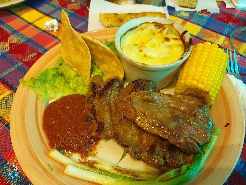 Gastronomía guatemalteca en Lazzaronis - Panajachel