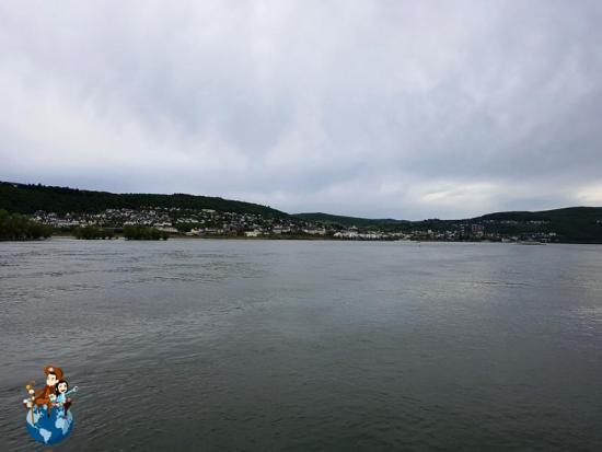 Río Rin a su paso por Rüdesheim am Rhein
