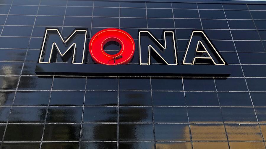 mona1-900x506