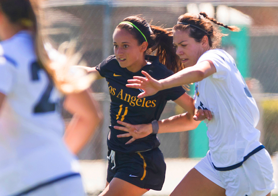 Paulina Chaidez breaks past opponents to lead Cal State LA to victory.