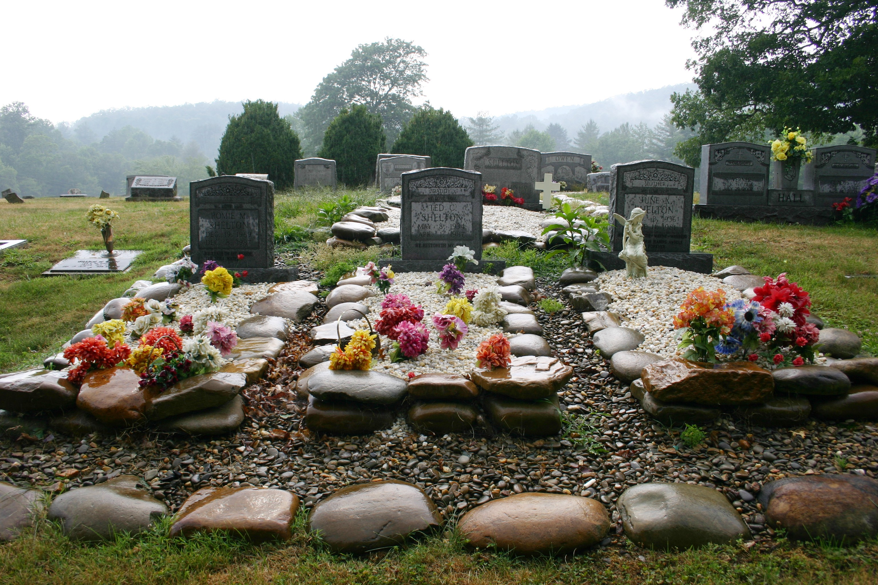 Gravesite Decoration Ideas