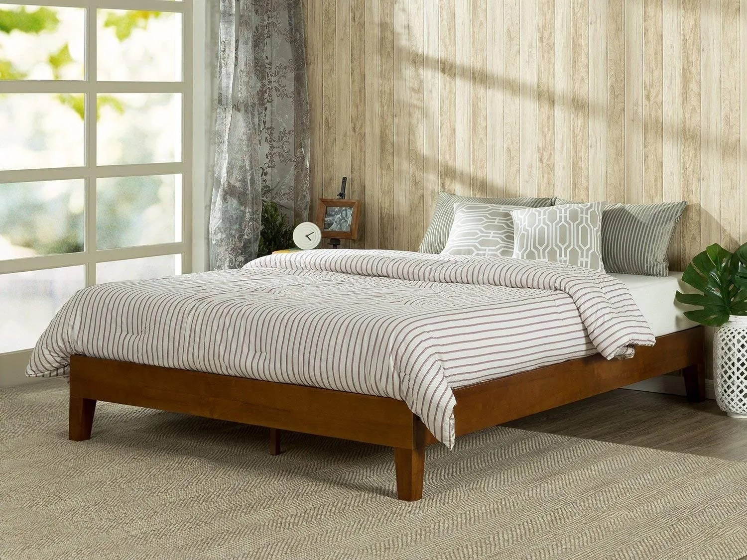 What To Hang Over Bed In Master Bedroom