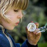 Fabrication de belles bulles pour enfants
