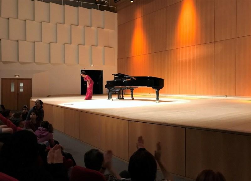 Chanteuse du Centre d'Art Lyrique de Paris sur scène