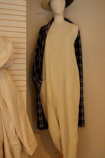 Salopette et manteau ApuntoB chapeau Artesano