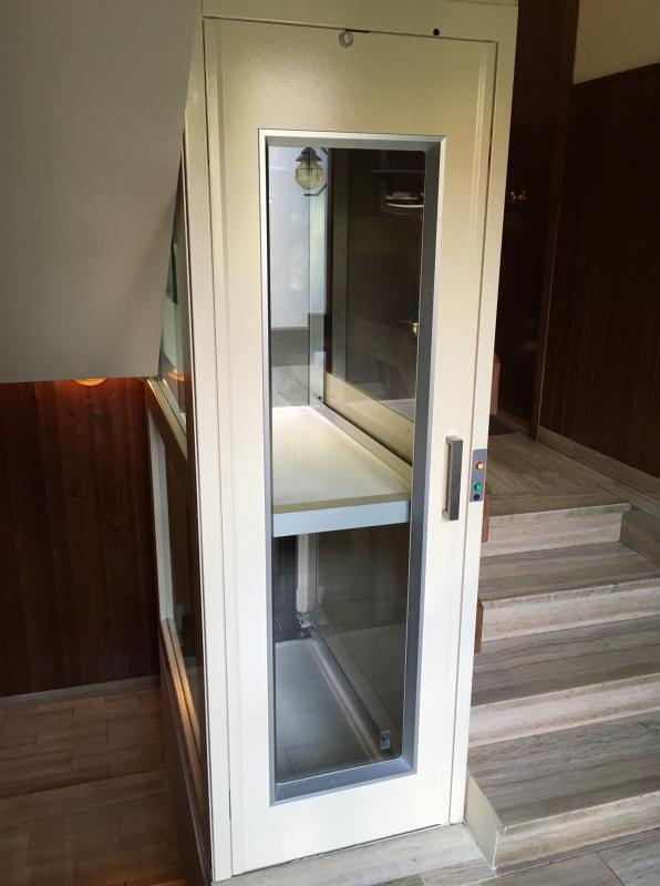 mini ascensore domestico installato a Calenzano in