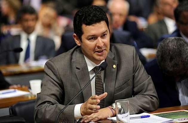 Audiência pública da Comissão Mista sobre a MP 664/14, que estabelece novas regras para concessão de auxílio-doença e pensão por morte. Dep. Betinho Gomes (PSDB-PE)