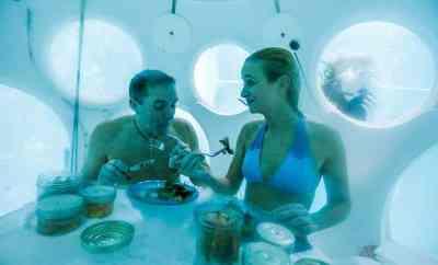 NEMO33 cena bajo el agua