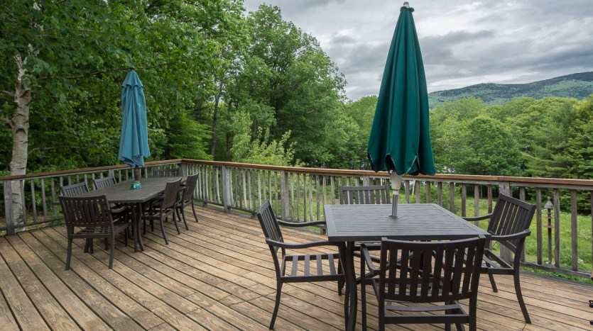 Large side deck with plenty of space for dining